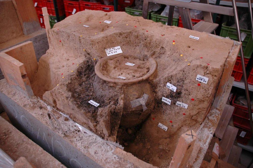 Il prelievo sullo scavo. Le sepolture di Padova – Via Tiepolo e Via San Massimo